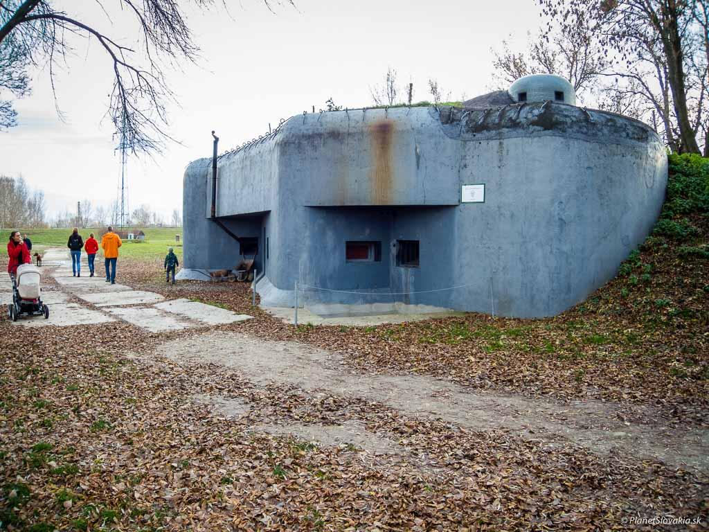 Bunker B-S-4 Lány